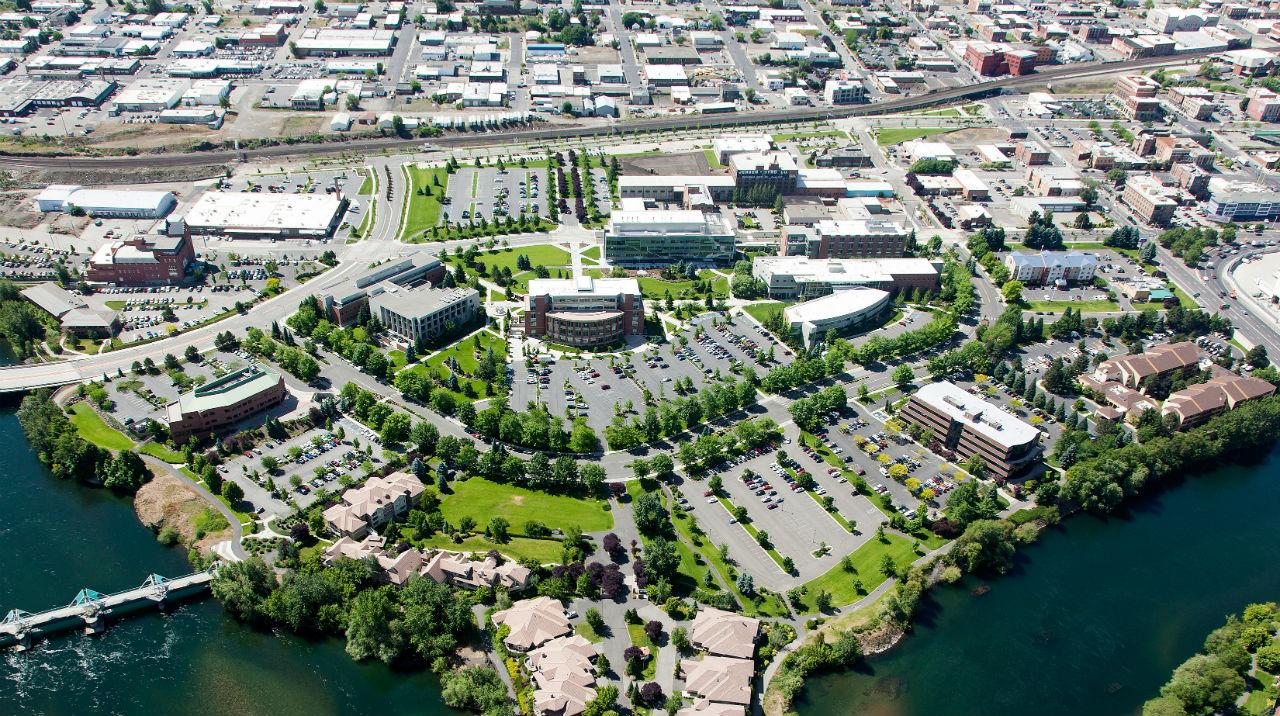 Khuôn viên các trường đại học ở Mỹ như một thị trấn thu nhỏ với đủ các dịch vụ